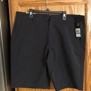 Men's size 36 Under Armour black golf shorts,NWT